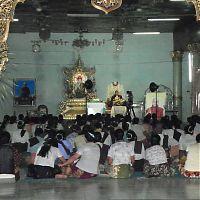 Проповедь в буддийском храме
