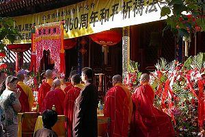 Почему растущее число китайских яппи в массовом порядке обращаются в буддизм?