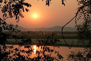 р. Иравади в г. Баган, Мьянма