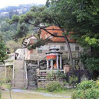 """О манихействе полностью забыли и верующие уже воспринимают имя """"Мони"""" в надписях храма как """"Шакья-Муни"""", т. е. Гаутама Будда."""