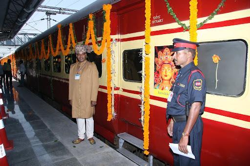 Буддийский поезд