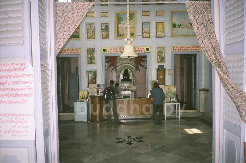 джайнский храм в сарнатхе